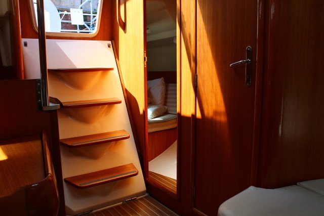 Discover Tuscany surroundings on this Sun Odyssey 32 Jeanneau boat