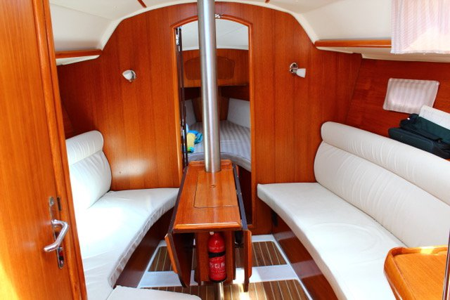 Jeanneau boat for rent in Tuscany