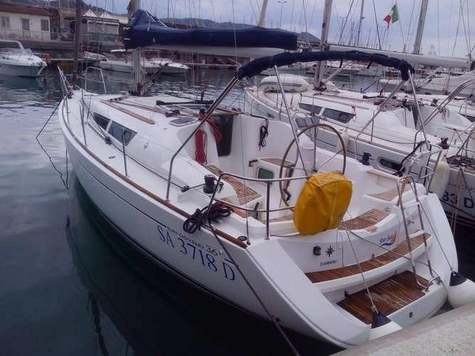 Jeanneau's 35.0 feet in Campania