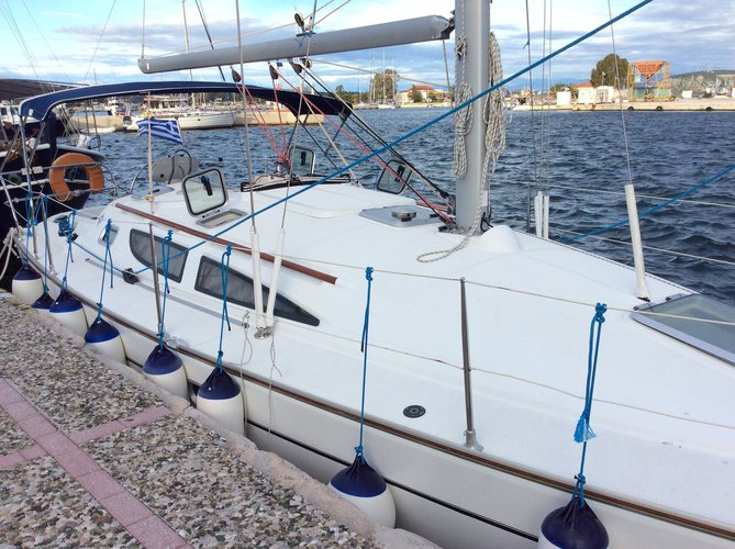 Enjoy luxury and comfort on this Jeanneau in Ionian Islands