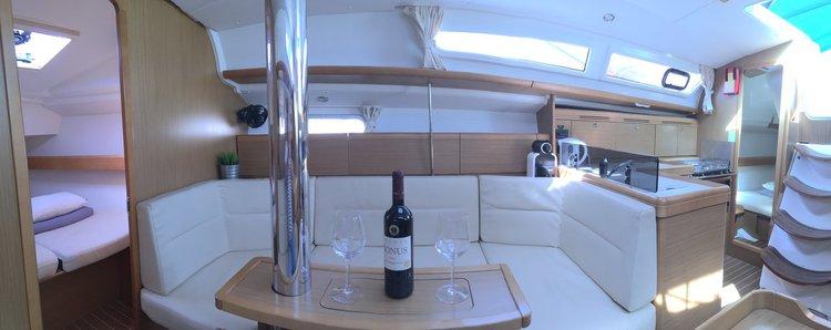 Discover Šibenik region surroundings on this Sun Odyssey 36i Jeanneau boat