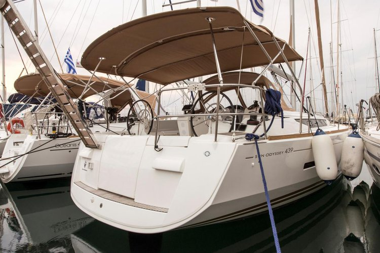 Discover Saronic Gulf surroundings on this Sun Odyssey 439 Performance Jeanneau boat