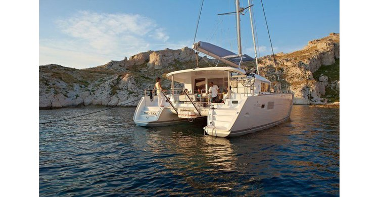 Discover Ionian Islands surroundings on this Lagoon 400 S2 Lagoon-Bénéteau boat