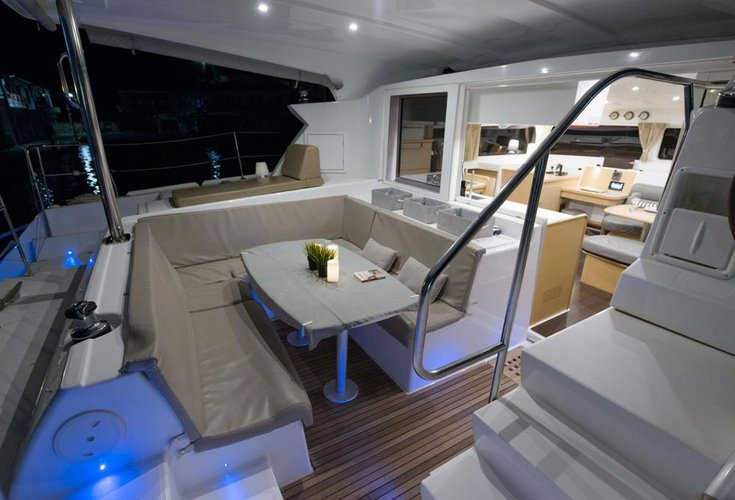 Up to 9 persons can enjoy a ride on this Lagoon-Beneteau boat