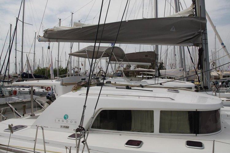 Lagoon-Bénéteau's 44.0 feet in Saronic Gulf