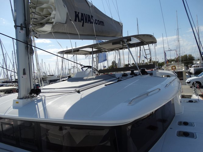Discover Saronic Gulf surroundings on this Lagoon 450 Lagoon-Bénéteau boat