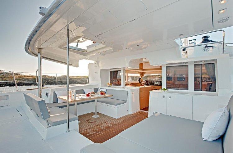 Discover Saronic Gulf surroundings on this Lagoon 450 F Lagoon-Bénéteau boat