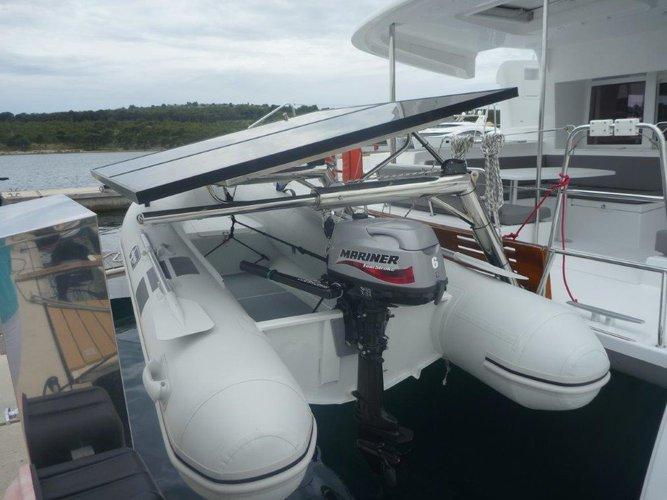 This 45.0' Lagoon-Bénéteau cand take up to 10 passengers around Šibenik region