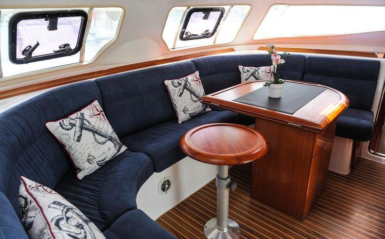 This 44.0' Nautitech Rochefort cand take up to 8 passengers around Ionian Islands