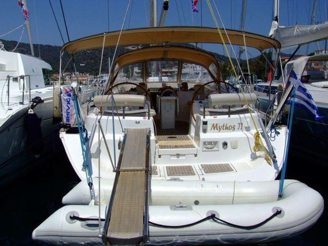 This 54.0' Ocean Star cand take up to 8 passengers around Saronic Gulf