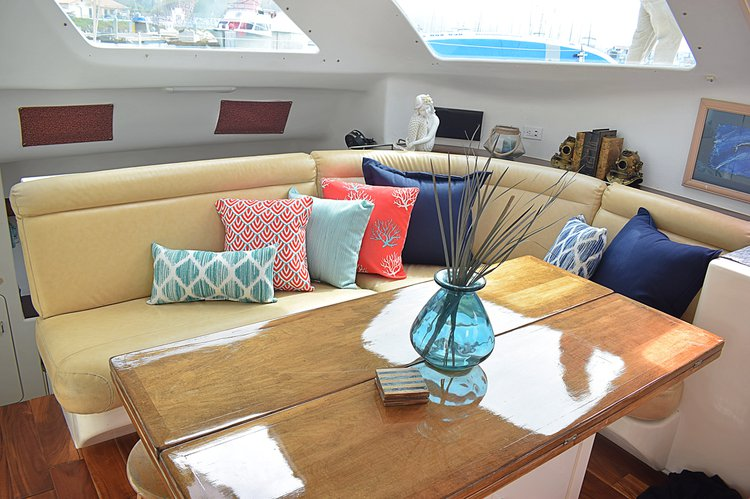 Discover San Diego surroundings on this 500 Voyager boat