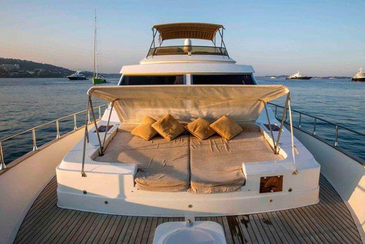 Motor yacht boat rental in Côte d'azur, France