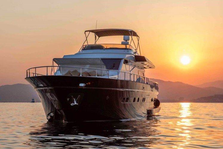 Cruise in Style on Côte d'azur on this beautiful Astondoa 72