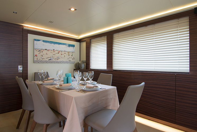 Up to 9 persons can enjoy a ride on this Mega yacht boat