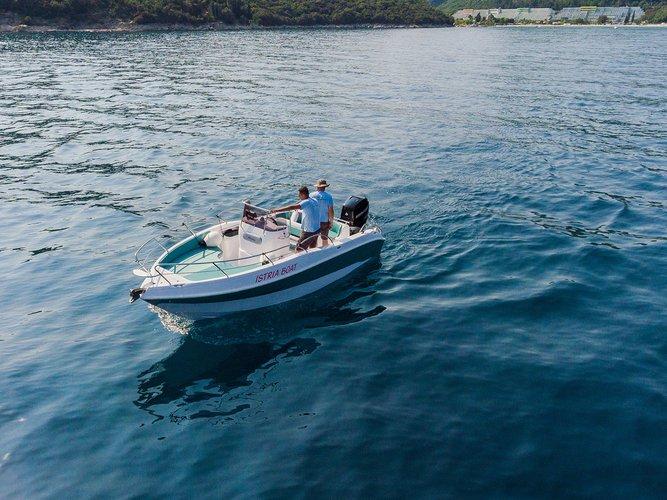 This 21.0' Blumax (Bluline) cand take up to 8 passengers around Istra