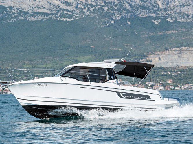 Discover Split region surroundings on this Merry Fisher 795 Jeanneau boat