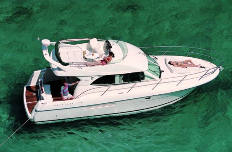 Take this Jeanneau Prestige 36 for a spin !