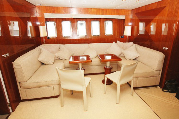 This 78.0' LEOPARD cand take up to 10 passengers around Cannes