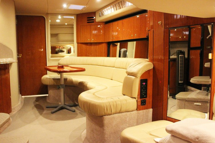 This 42.0' Sea Ray cand take up to 12 passengers around Miami