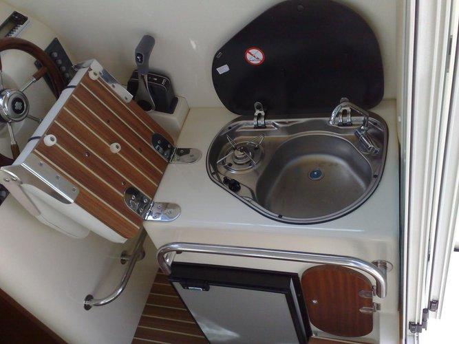 Discover Kvarner surroundings on this Leidi 600 Leidi boat