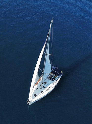 This 39.0' Bavaria Yachtbau cand take up to 8 passengers around Split region