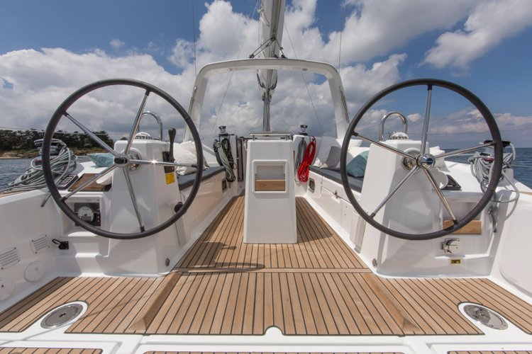 Discover Split region surroundings on this Oceanis 35 Bénéteau boat