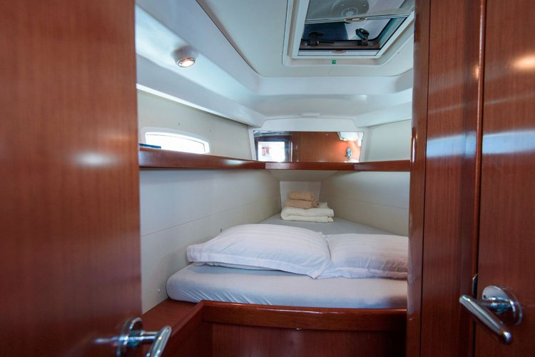 This 39.0' Bénéteau cand take up to 6 passengers around Dubrovnik region
