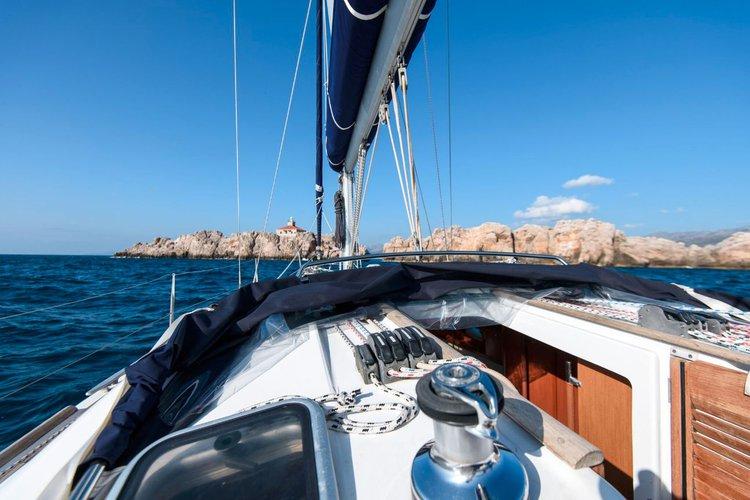 Discover Dubrovnik region surroundings on this Oceanis 40 Bénéteau boat