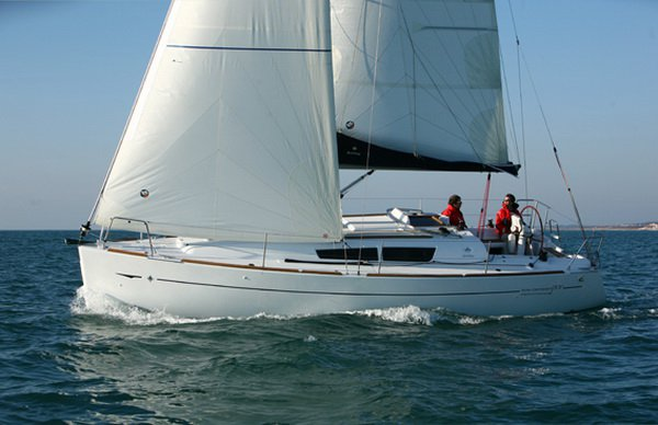 Discover Ionian Islands surroundings on this Sun Odyssey 33i Jeanneau boat