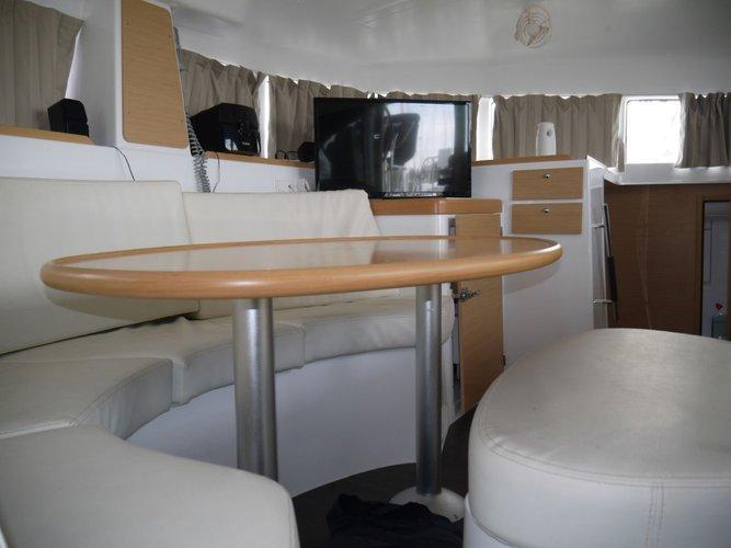 This 37.0' Lagoon-Bénéteau cand take up to 8 passengers around Saronic Gulf
