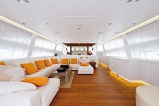 Enjoy some quality time on this luxurios modern boat!