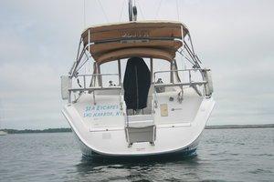 This 38.0' --- cand take up to 6 passengers around Sag Harbor