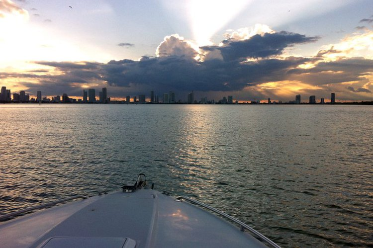 Cruiser boat rental in Miami Beach, FL