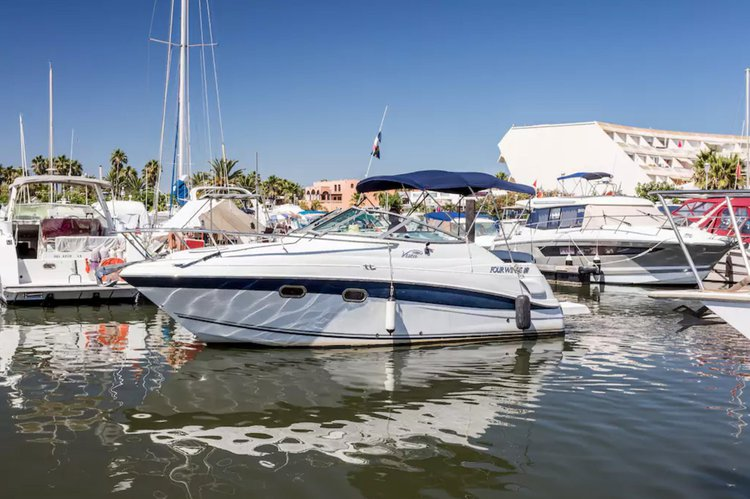 Discover Cap D Agde surroundings on this 248 Vista Four Winns boat