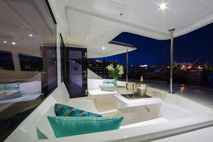 Discover Phuket surroundings on this Leopard 51 Leopard boat