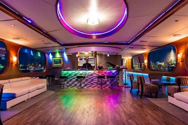 Mega yacht boat rental in Chelsea piers,