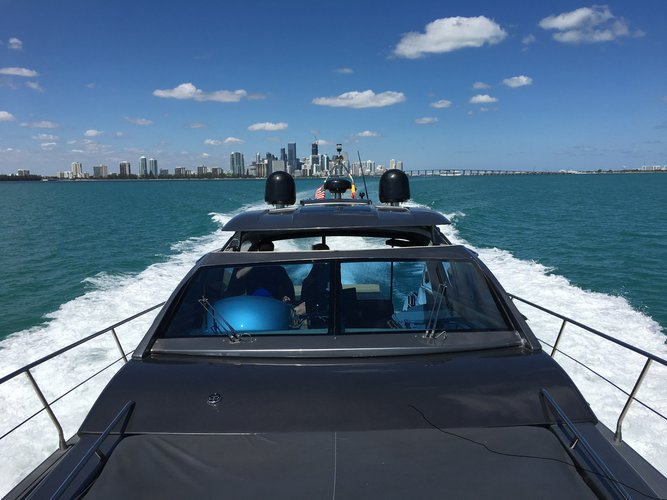 Discover Key Biscayne surroundings on this RODRIQUEZ 600 SPORT ROGUE boat