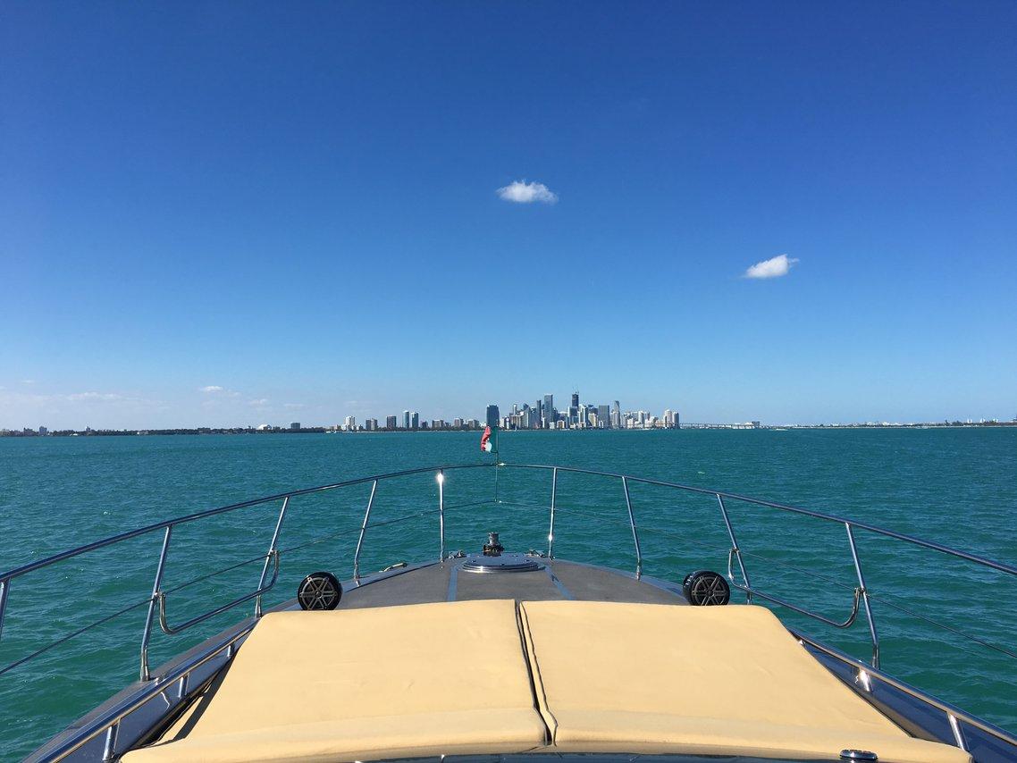 Rogue Yacht 7539 Luxury Motor Boat Rental Key Biscayne Fl
