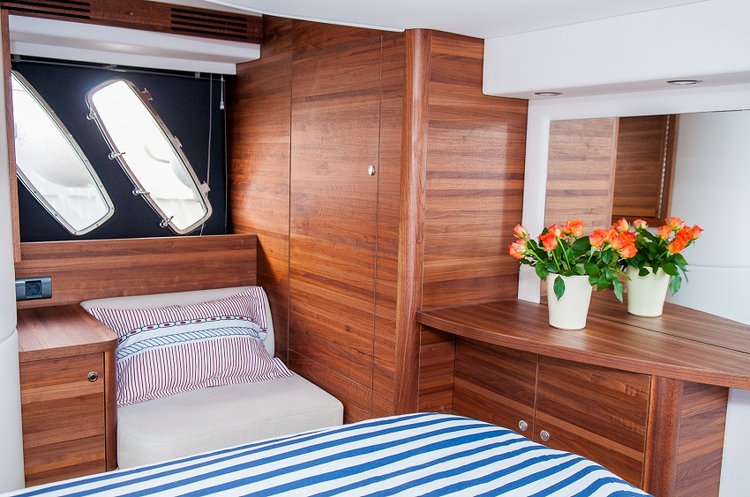 Discover Split region surroundings on this T50 SEALINE boat