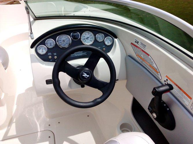 Discover Rio Caldo surroundings on this 185 Sport Sea Ray boat