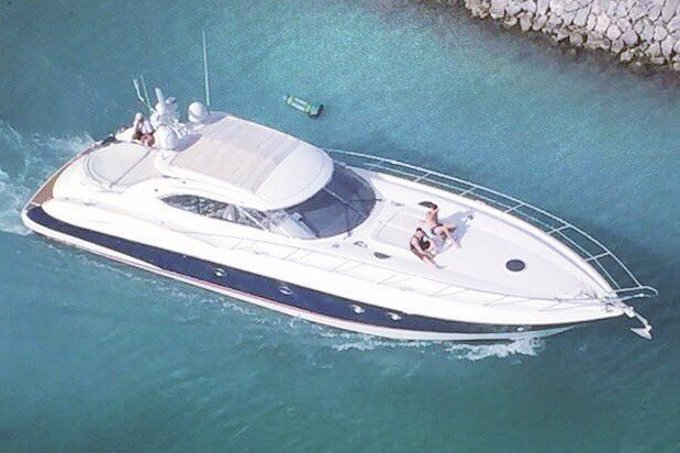 This 60.0' Sunseeker cand take up to 15 passengers around CANCUN