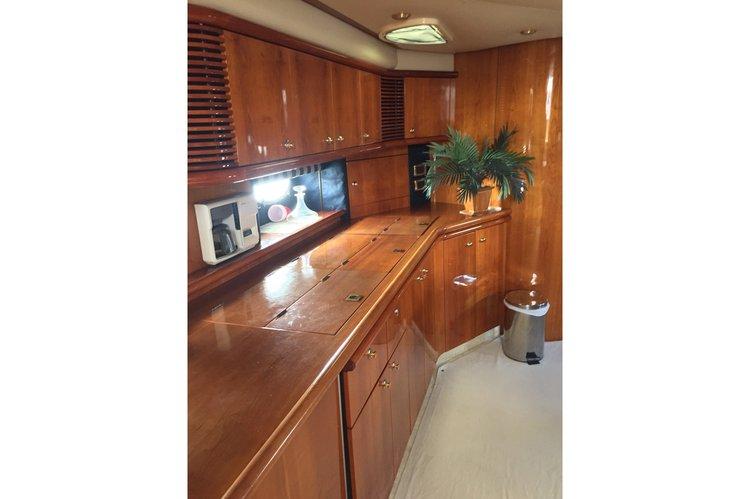 Motor yacht boat rental in Las Perlas,