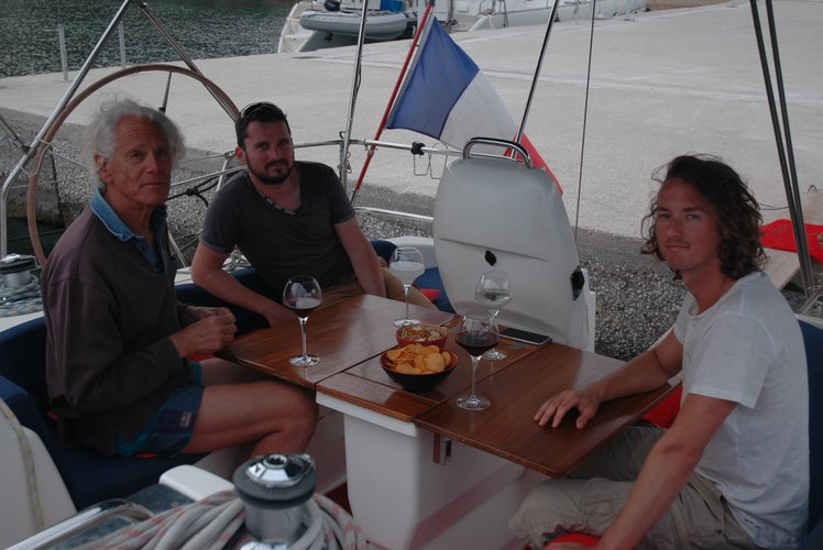 Discover Poros surroundings on this 39CR Bavaria boat