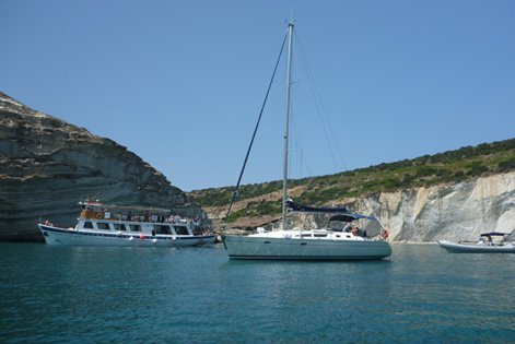 Boating is fun with a Jeanneau in Alimos