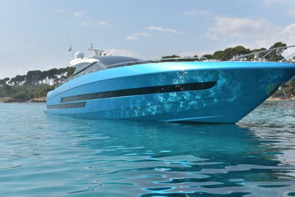 Discover the French Riviera in this Baia power boat