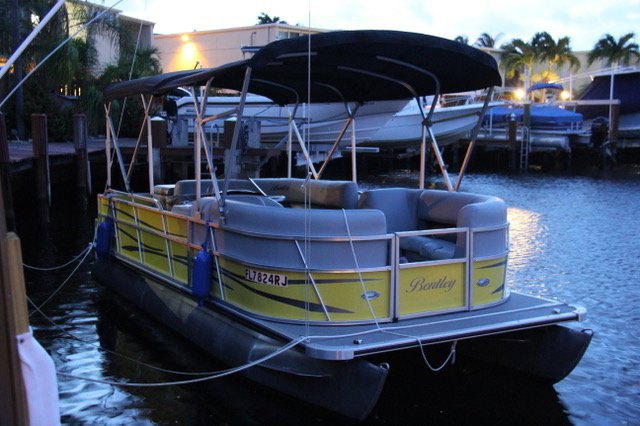 Pontoon boat for rent in North Miami Beach