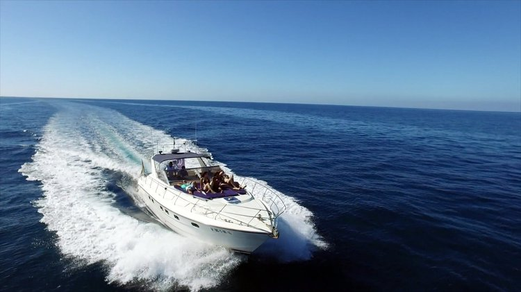 This 46.0' Marine Project cand take up to 12 passengers around Maspalomas