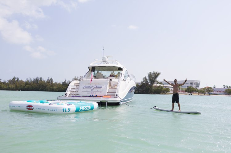 This 60.0' Sea Ray cand take up to 12 passengers around Key Biscayne