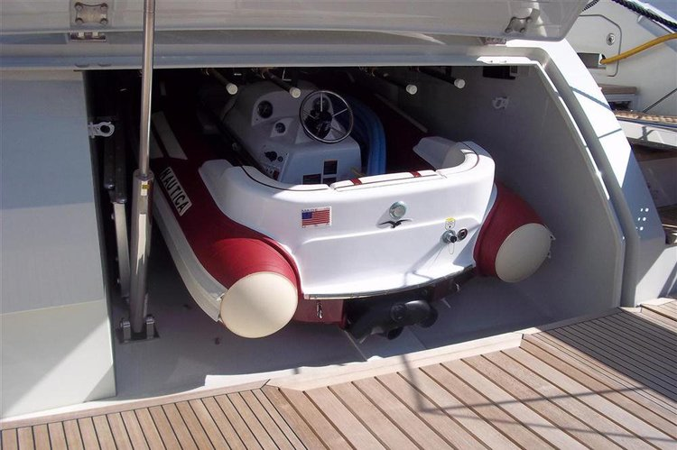 Discover Fort Lauderdale surroundings on this 68S azimut boat
