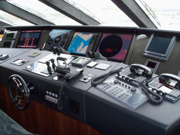 Discover Fort Lauderdale surroundings on this Sports Yacht Sunseeker boat